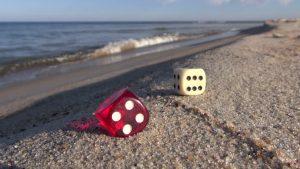 Dés à la plage