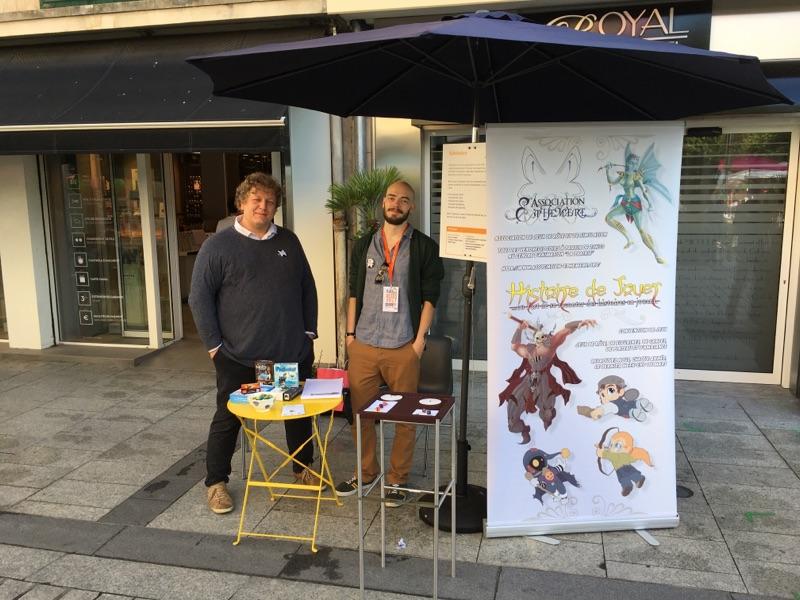 Oliv' et Alastrom derrière le stand Éphémère à Place aux Assos 2017